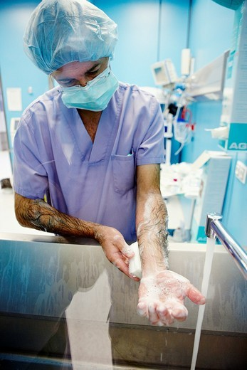 Stock Photo: 1436R-305022 Surgeon washing hands, operating room. Hospital Policlinica Gipuzkoa, San Sebastian, Donostia, Euskadi, Spain