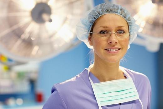 Surgeon, operating room. Hospital Policlinica Gipuzkoa, San Sebastian, Donostia, Euskadi, Spain : Stock Photo
