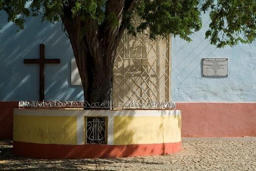 Cross adorning a wall in a public square, Trinidad, Sancti Spiritus, Cuba. : Stock Photo