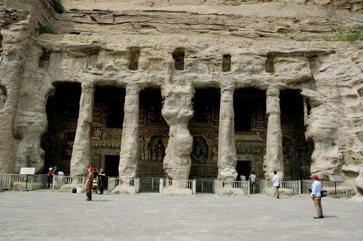 China shanxi yungang shiku caves near datong columns and carvings in front of a grotto entrance : Stock Photo