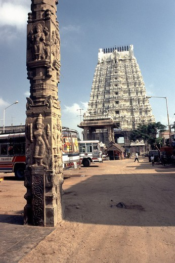 188 feet high Rajagopuram in Ekambareswara Temple, Siva-Saivite, Kanchipuram, Tamil Nadu, India : Stock Photo