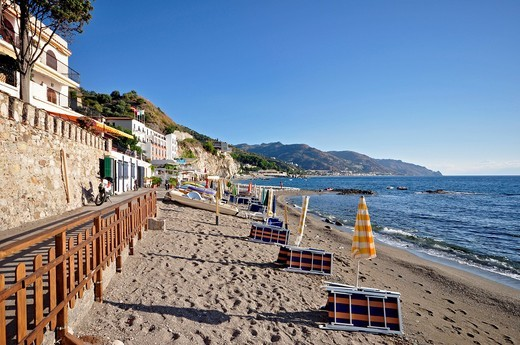 TAORMINA SPISONE BEACH : Stock Photo
