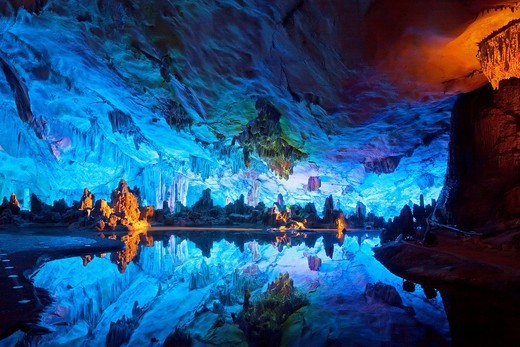 The beautifully illuminated Reed Flute Caves displaying the ´Crystal Palace of the Dragon King´ formations  Located in Guilin, Guangxi Provine, China : Stock Photo