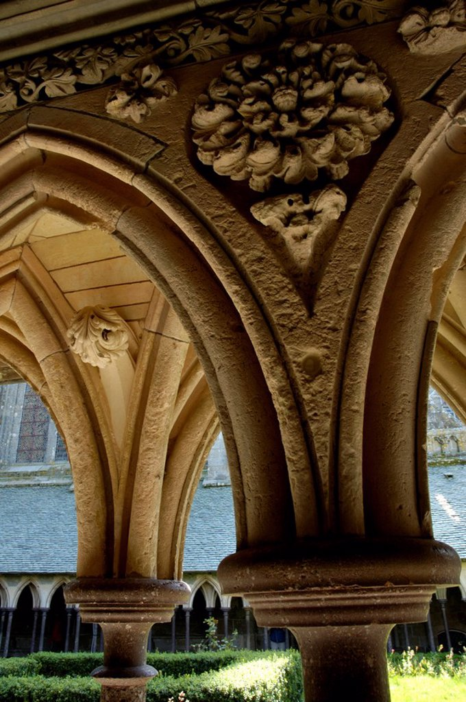 Stock Photo: 1436R-311521 France brittany mont st michel cloister ribbed vault details