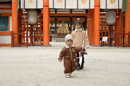 Stock Photo: 1436R-321870 Brother and sister at shrine
