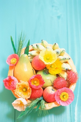 Flower arrangement with fruits : Stock Photo