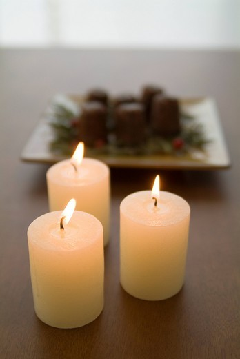 Stock Photo: 1436R-328124 Candles and canneles