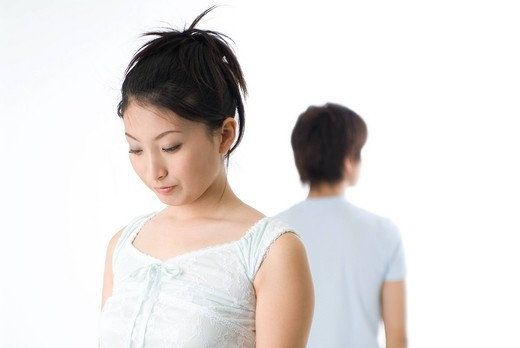 Stock Photo: 1436R-328308 Young couple facing to relationship difficulties
