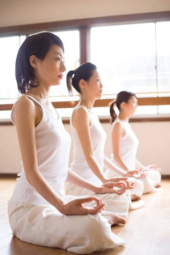 Stock Photo: 1436R-330051 Young women doing Yoga