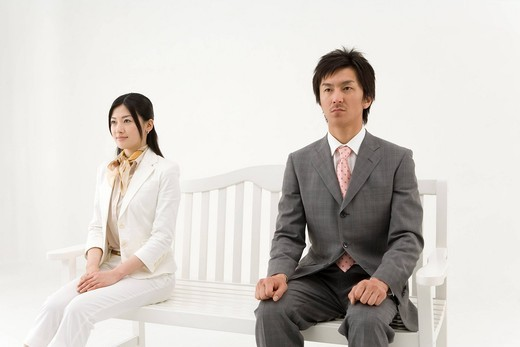 Two business people sitting on bench : Stock Photo