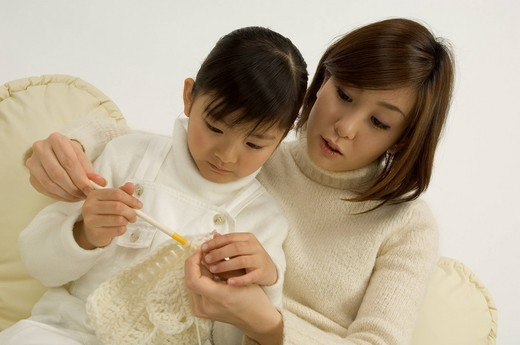 Mother teaching daughter to knit : Stock Photo