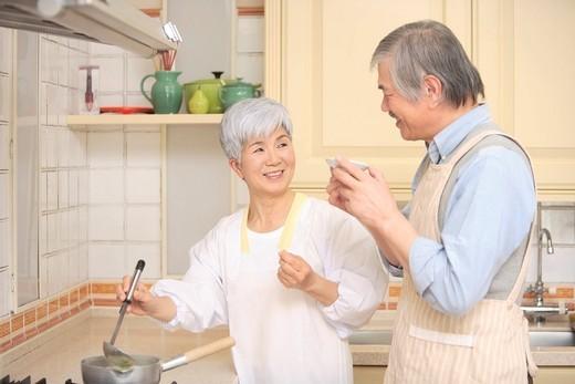 Stock Photo: 1436R-346096 Senior couple cooking