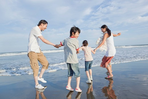 Stock Photo: 1436R-346934 Family Playing at Beach