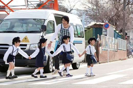 Stock Photo: 1436R-346996 Kindergarten Teacher and Children Walking in front of School Bus