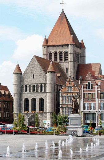 Stock Photo: 1436R-348774 Church of St. Quentin in the Grand-Place. Tournai. Hainaut, Belgium