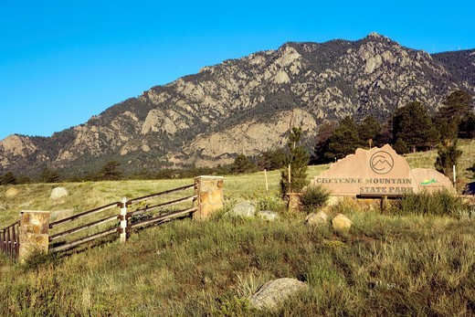 Entrance Sign - Cheyenne Mountain State Park - Colorado Springs, Colorado USA : Stock Photo
