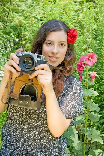 Stock Photo: 1436R-430673 young woman taking a photo