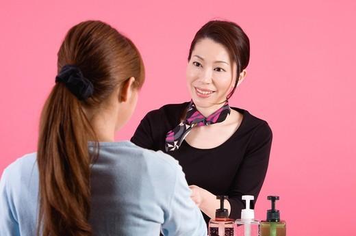 Stock Photo: 1436R-433282 Beautician Talking to Customer