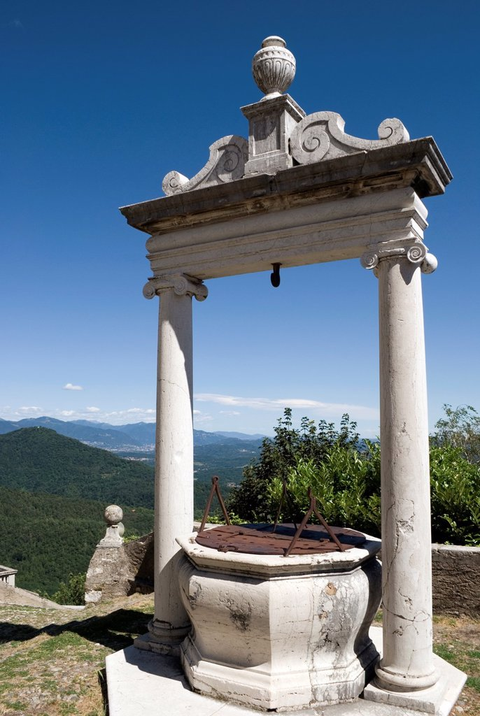 Ancien water well at Sacro Monte di Varese sanctuary, Varese, Lombardy, Italy : Stock Photo