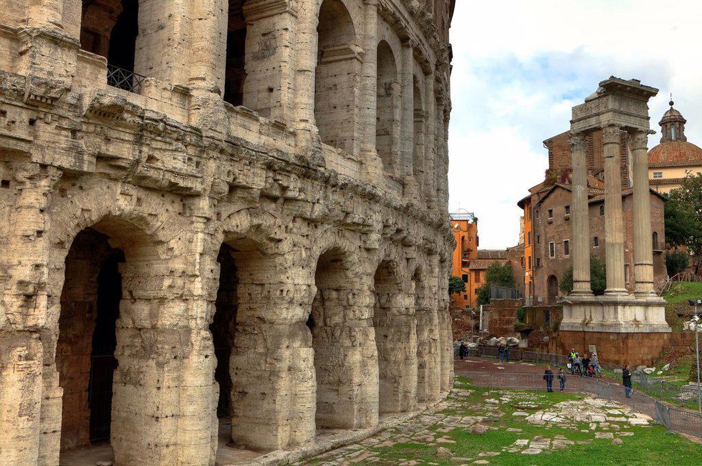 The Theatre of Marcellus - Teatro di Marcello - was a theater in the north of the vegetable market forum Holitorium in ancient Rome, Lazio, Italy, in the immediate vicinity of the temple of Apollo Sosianus : Stock Photo
