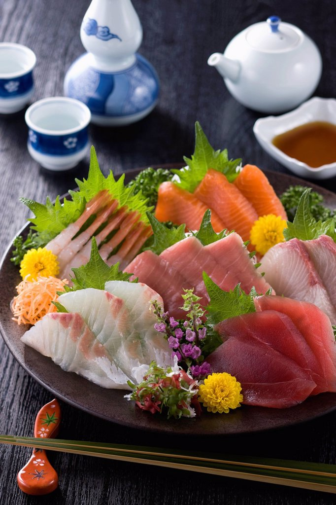 Stock Photo: 1436R-441742 Six Assorted Sashimi