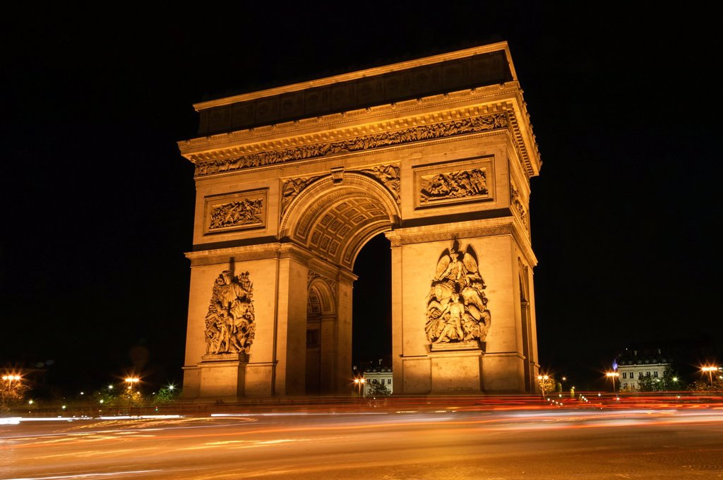 Stock Photo: 1436R-442157 Arc de Triomphe and traffic at night, Paris, France