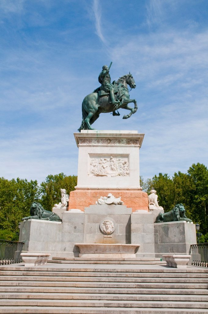 Stock Photo: 1436R-442286 Felipe IV equestrian statue. Oriente Square, Madrid, Spain.