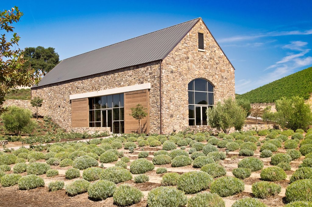 A rustic stone building captures the ambiance of California wine country : Stock Photo