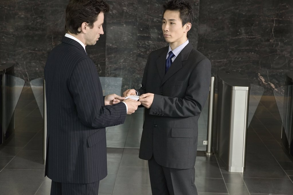 Businessmen exchanging business cards : Stock Photo