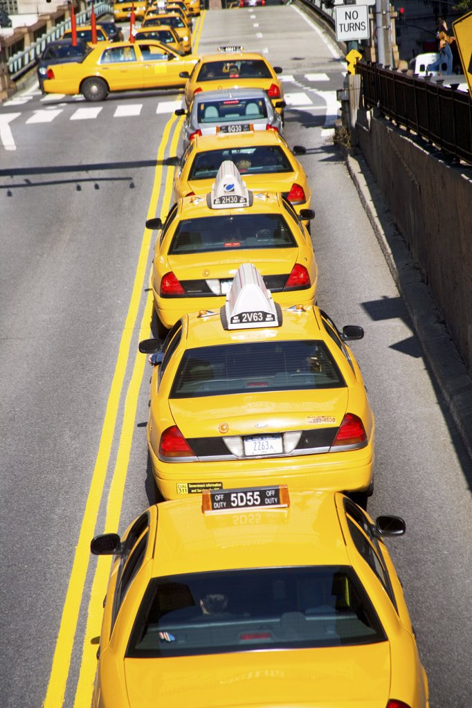 Stock Photo: 1439R-1006463 Queue of yellow taxi cabs new york