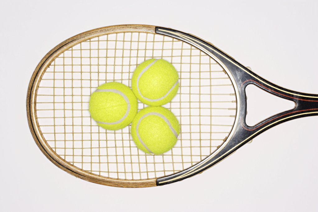 Stock Photo: 1439R-1007773 Tennis racket and tennis balls