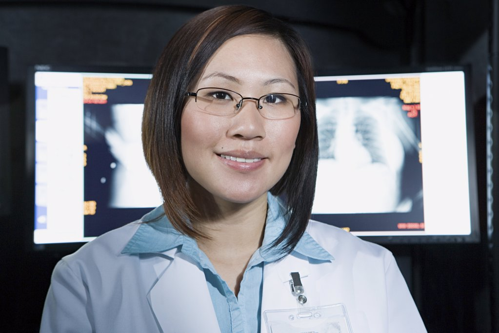 Doctor in front of x-ray : Stock Photo