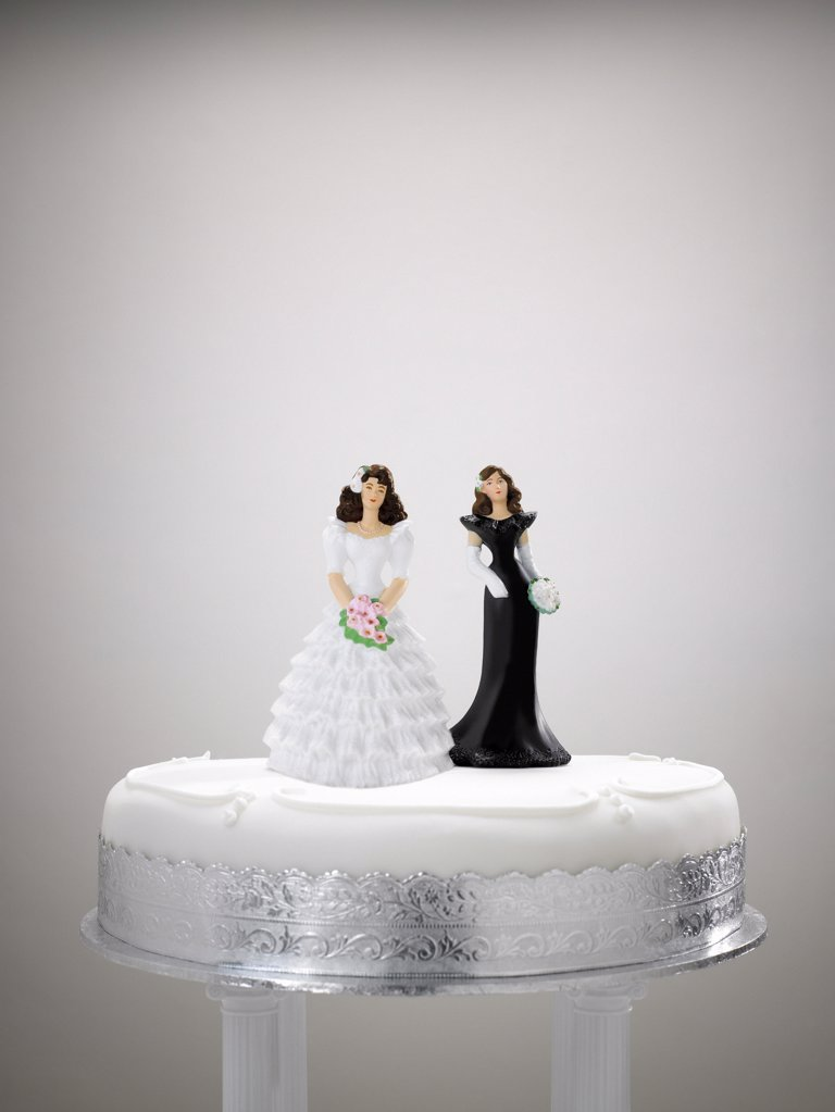 Stock Photo: 1439R-1028787 Bride and bridesmaid figurine on a wedding cake