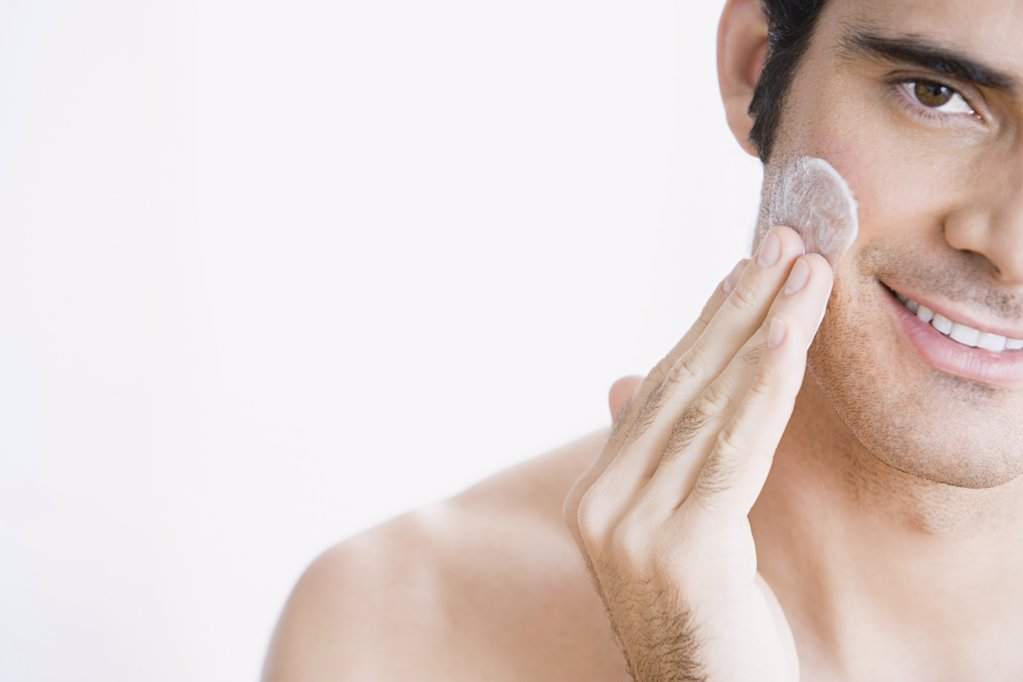 Stock Photo: 1439R-1034857 Man applying moisturiser