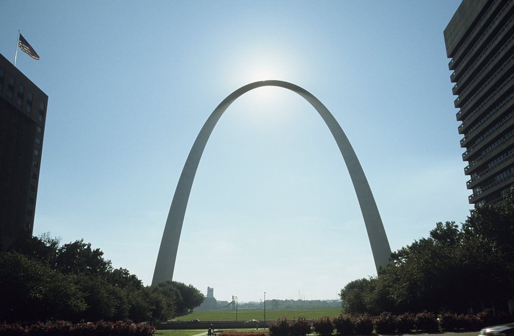 Stock Photo: 1439R-1048385 Sunlight on the gateway arch st louis