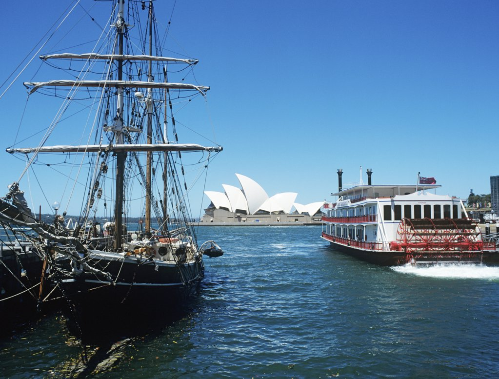 Boats and sydney opera house : Stock Photo