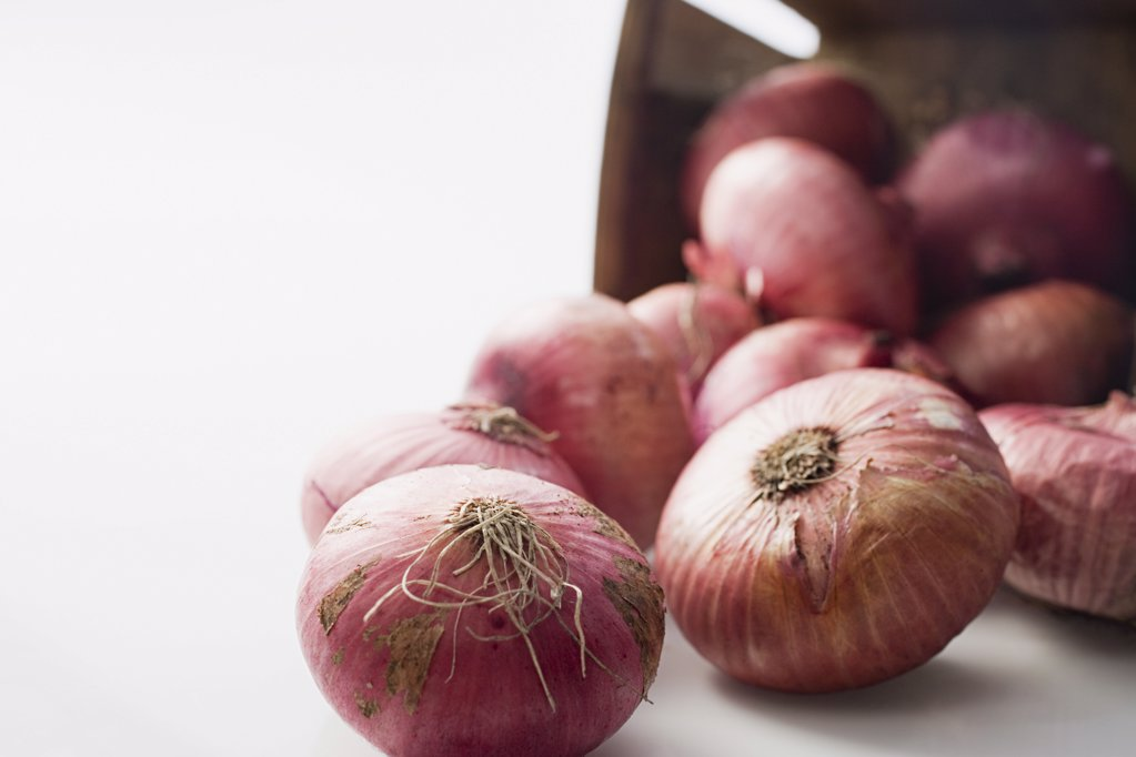 Stock Photo: 1439R-1054700 Red onions