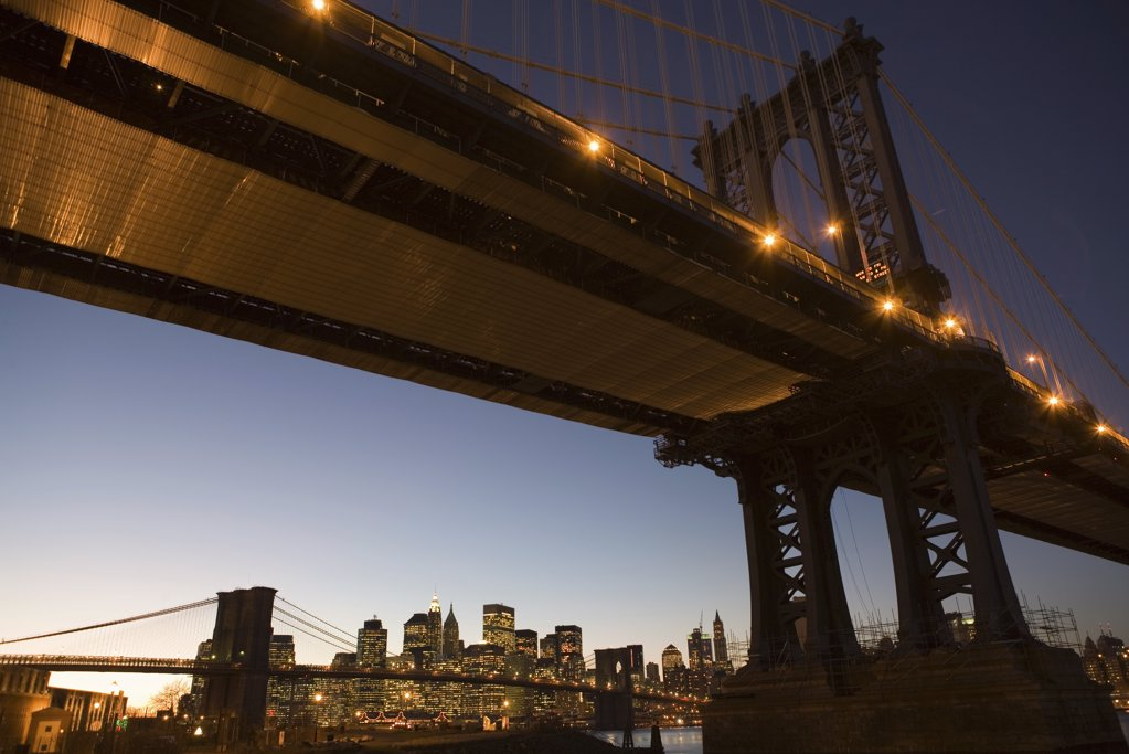 Stock Photo: 1439R-1060546 Manhattan bridge at dusk