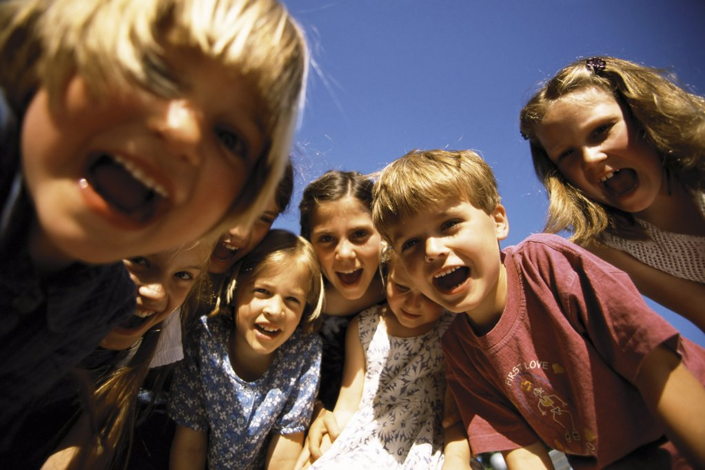 Stock Photo: 1439R-1072589 Group of kids