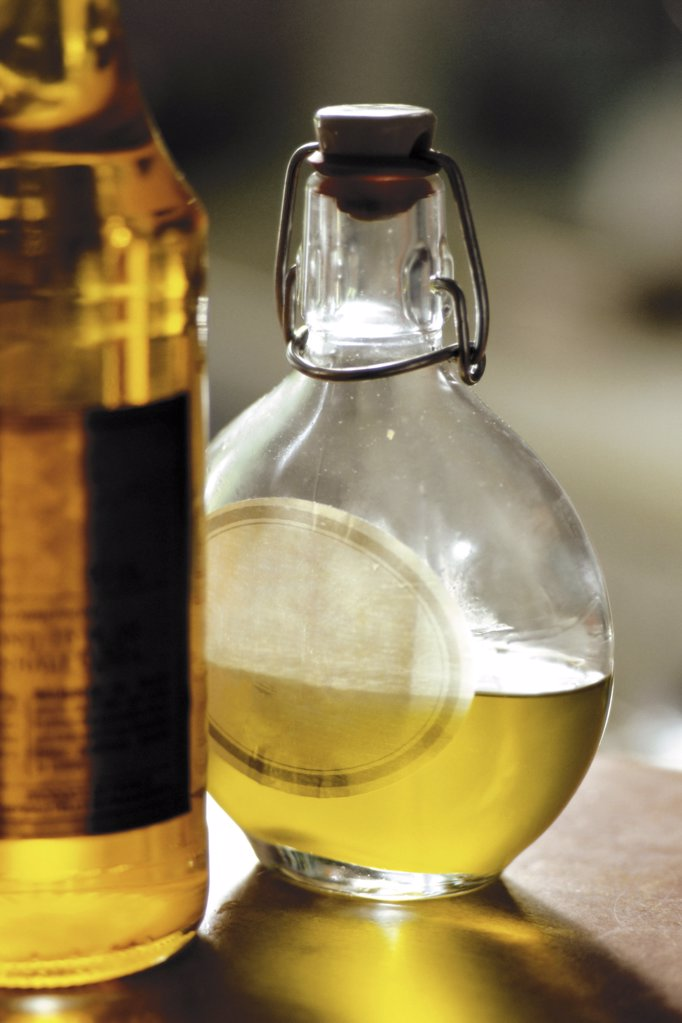 Stock Photo: 1439R-1073508 Olive oil