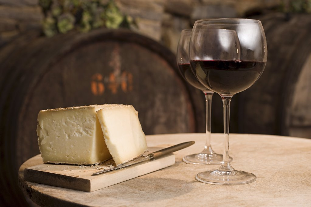 Stock Photo: 1439R-1086335 Cheese and red wine