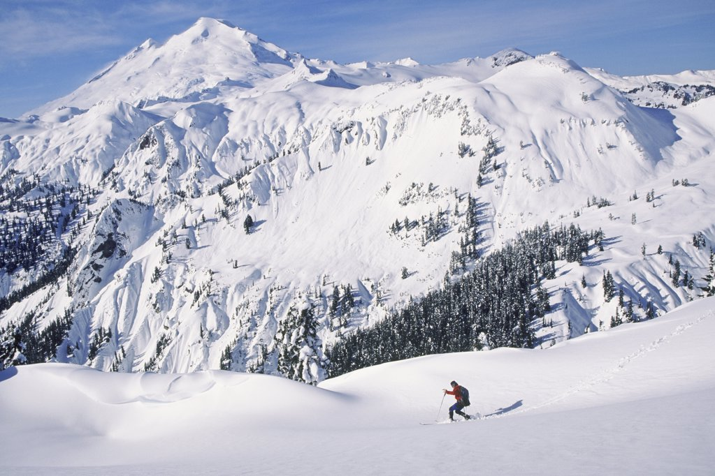 Man ski touring at artist's point : Stock Photo