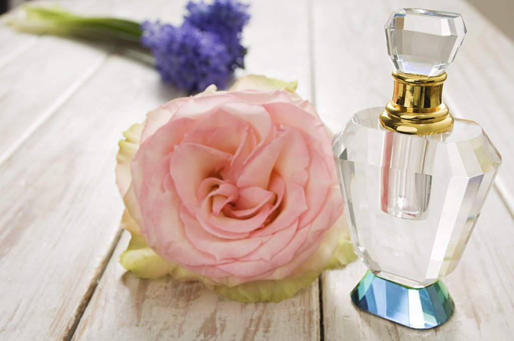 Perfume and flowers : Stock Photo