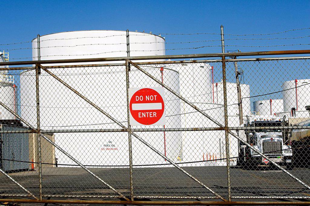 Stock Photo: 1439R-1121623 Oil storage tanks