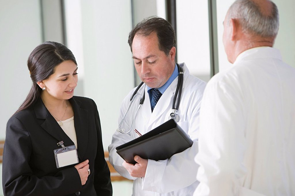 Doctors having discussion : Stock Photo
