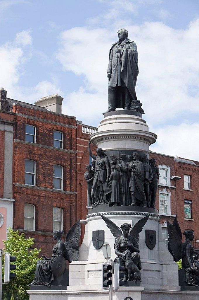 Stock Photo: 1439R-1128654 Daniel O´Connell statue, Dublin, Ireland