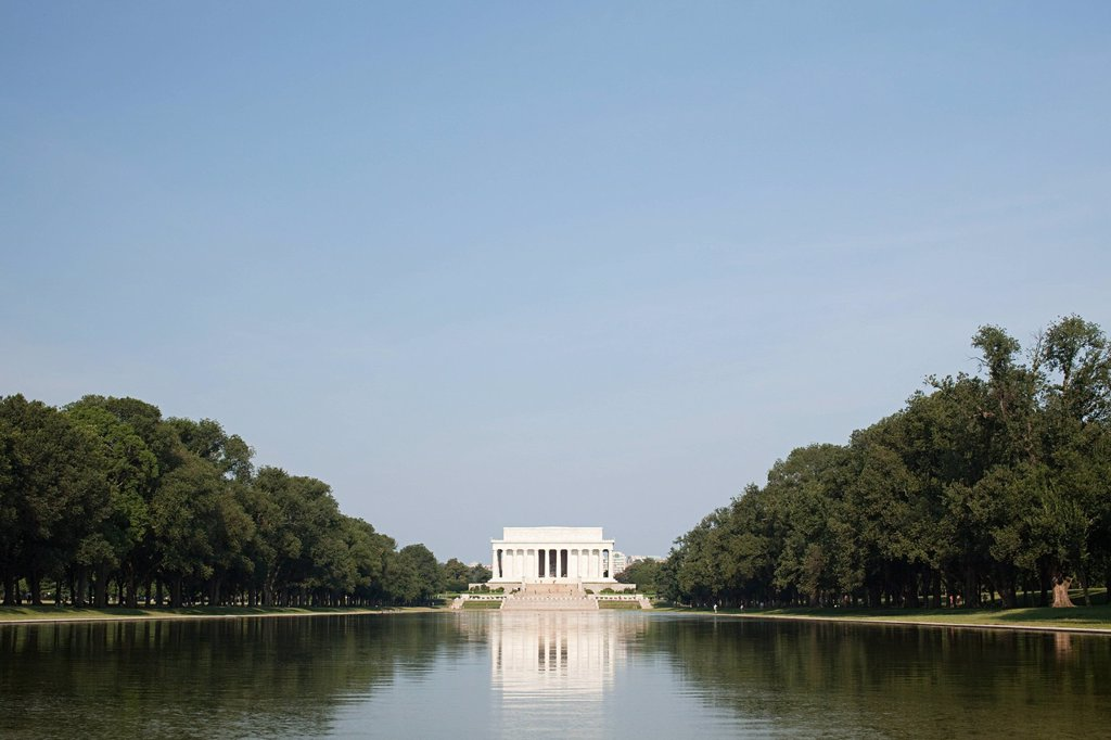Lincoln memorial and reflecting pool, Washington DC, USA : Stock Photo