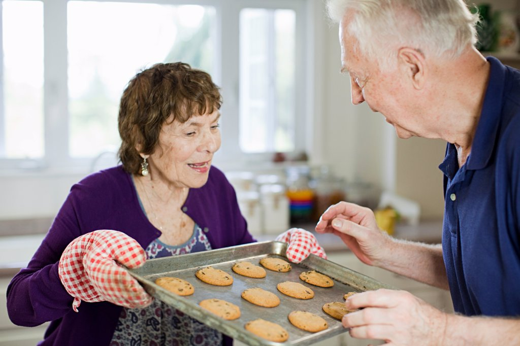 Senior couple with home baked cookies : Stock Photo