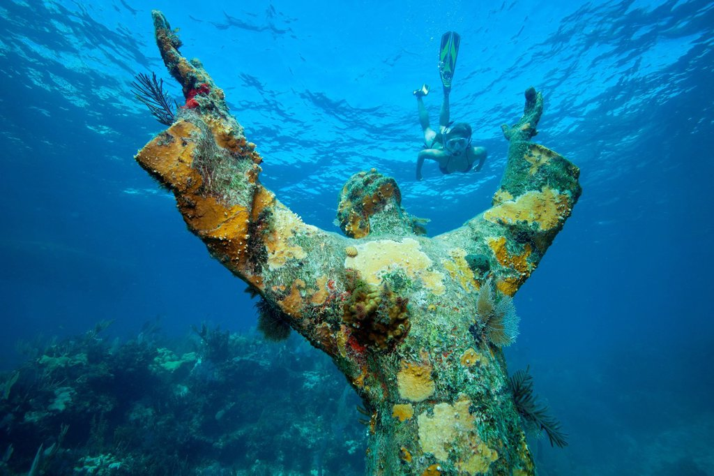 Stock Photo: 1439R-1138556 Snorkeler and underwater statue