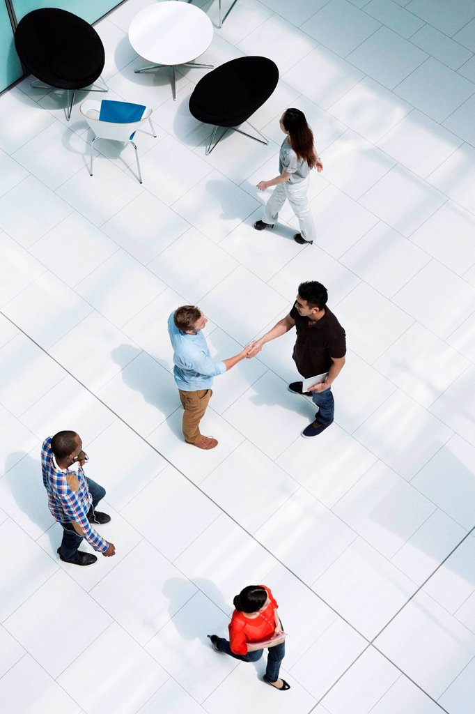 Stock Photo: 1439R-1144600 Men shaking hands on concourse